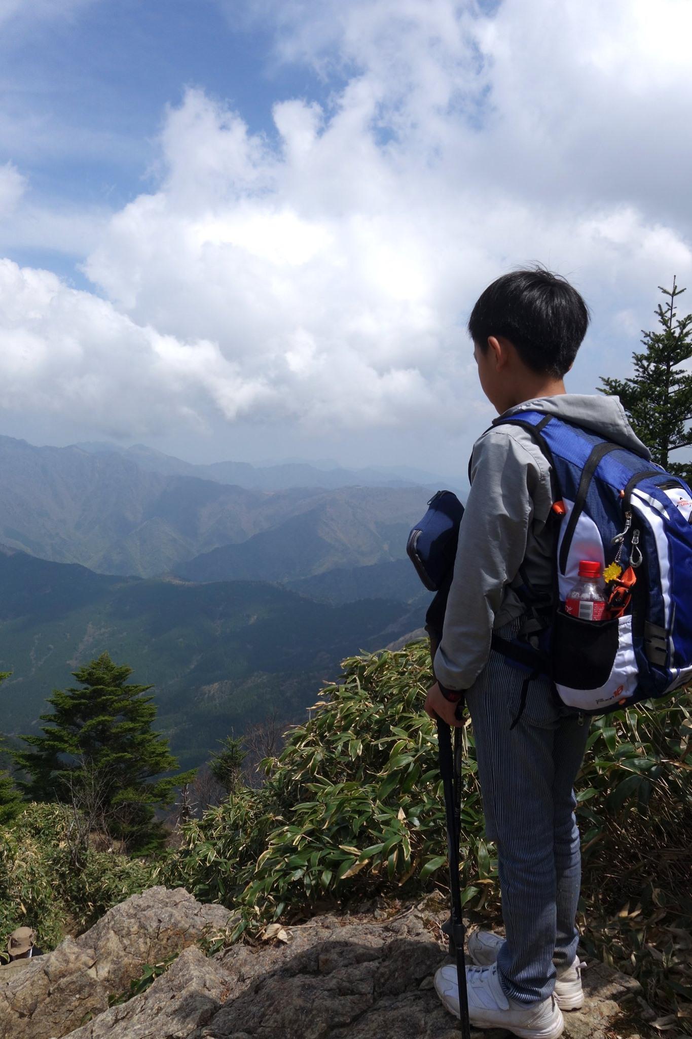 息子と登る石鎚山